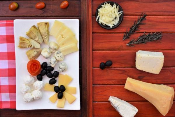 mixed-cheese56618D09-C973-C5AF-AA86-451769DF1A8B.jpg